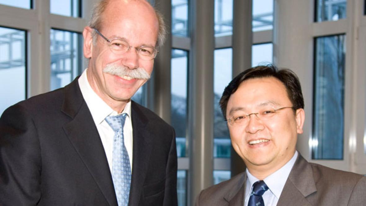 Daimler-Chef Dieter Zetsche mit BYD-President Wang Chuan-fu