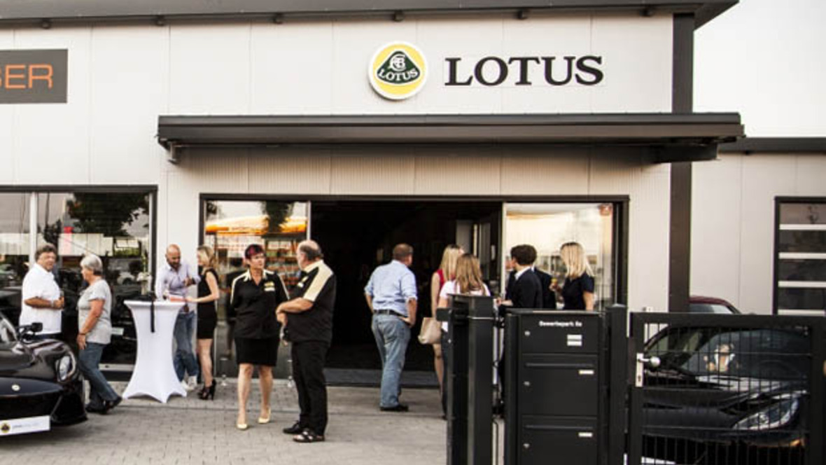lotus flagship store in anzing bei m nchen. Black Bedroom Furniture Sets. Home Design Ideas
