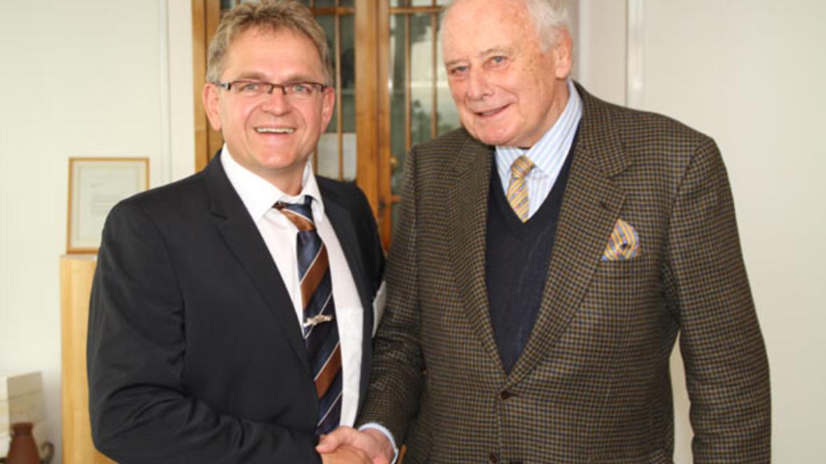 Roland Arnold (l.) und Prof. Reinhold Würth