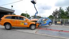 ADAC Crashtest Audi Q7 gegen Fiat 500