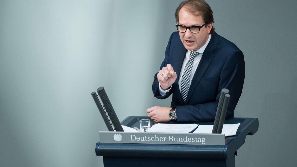 Bundesverkehrsminister Alexander Dobrindt setzt Pkw-Maut durch