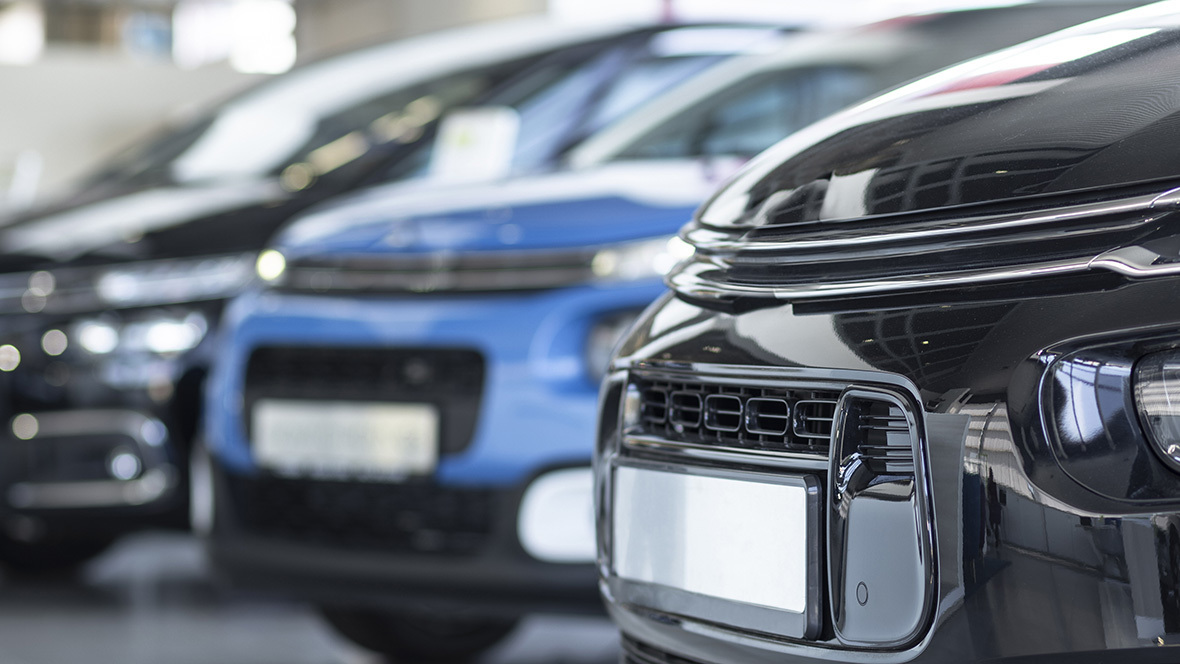 Autohandel; Autohaus; Neuzulassungen; Verkauf; Vertrieb; Showroom; Neuwagen