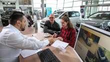 Autokauf; Autohaus; Showroom, Verkauf; Neuwagen; Beratung