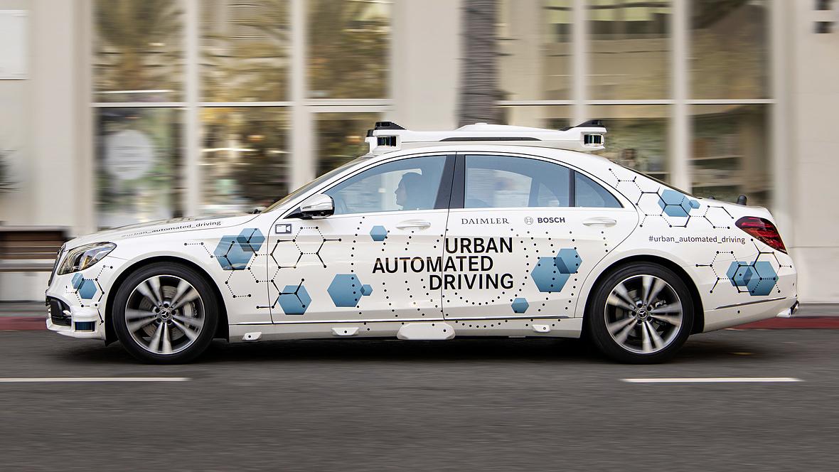 Stuttgart/San José - Bosch und Daimler starten Test: Automatisierter Fahrdienst