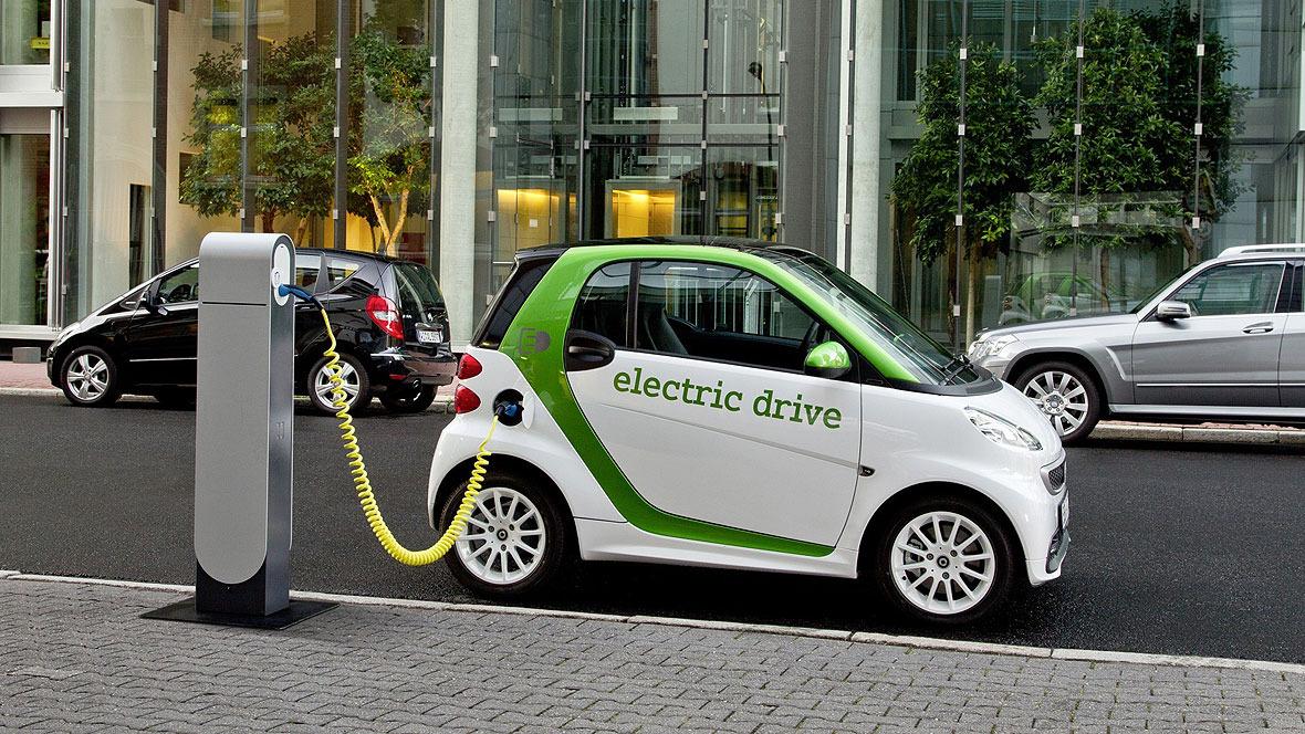 Netzfrage: Im KÜS-Trend-Tacho gaben zwei Drittel der befragten Autofahrer an, sich ein E-Mobil anschaffen zu wollen - wenn es genügend Ladesäulen gibt.
