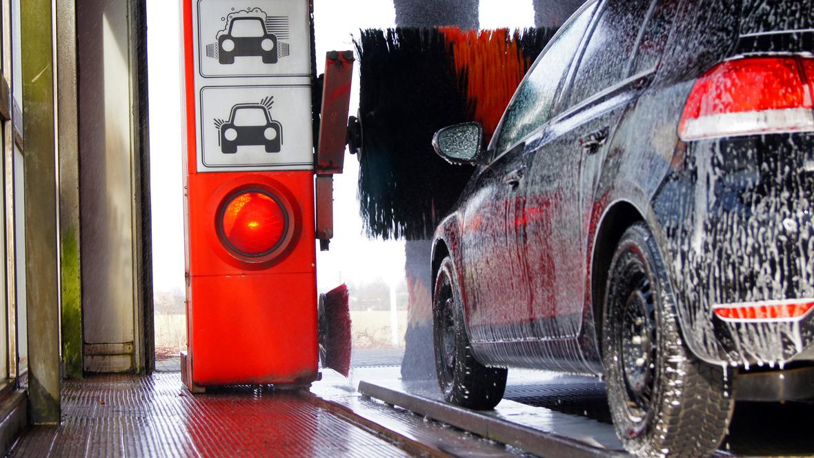 Auto in der Waschanlage