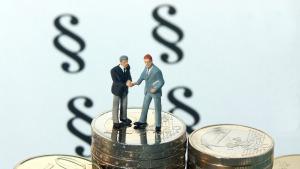Geld Finanzen Geschäft Recht Gesetz Paragraf Münzen Abschluss Vertrag