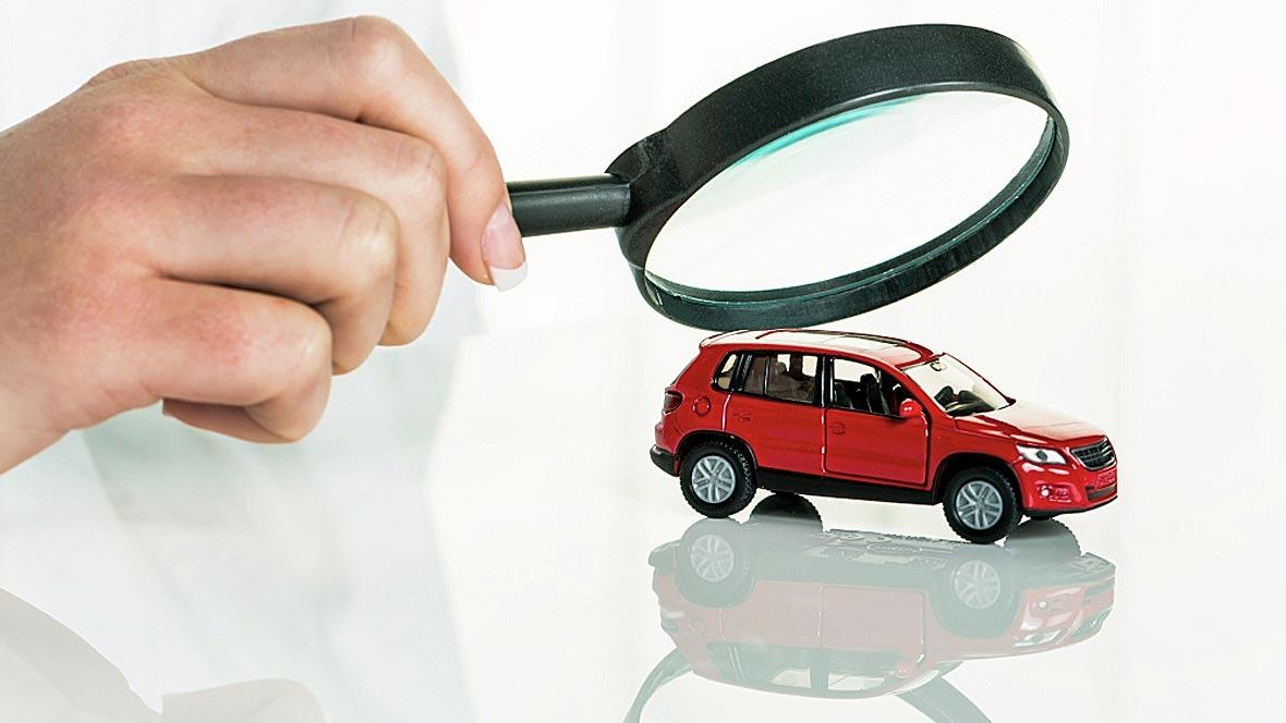 Kontrolle Überwachung TÜV Check Lupe Auto