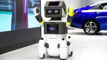 Hyundai Roboter im Showroom