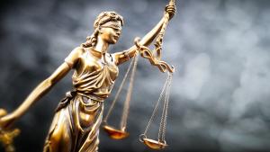 Justitia; Justiz; Gericht; Gerechtigkeit; Rechtsprechung; Gesetz; Urteil; Unabhängigkeit; neutral