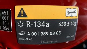 Kältemittel Hinweisschild Daimler Mercedes R-134a