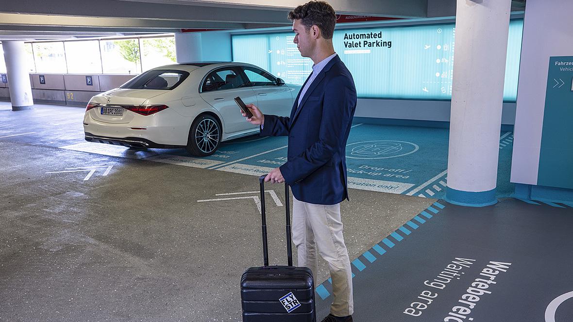 Autonomes Parken Stuttgarter Flughafen