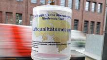 Eingefangen: Ein Messgerät an einer Hannoveraner Hauptverkehrsstraße überwacht die Feinstaubkonzentration in der Luft.