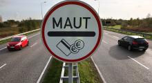 Pkw-Maut-Schild in Rostock