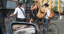 Radfahrer an einer Kreuzung
