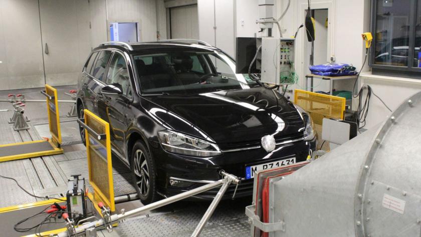 Rollenprüfstandtest mit VW Golf Variant 1.0 TSI nach WLTP-Messverfahren, 2019